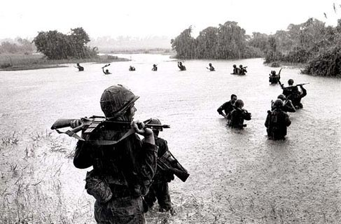 173rd Airborne fording river at Ben Cat